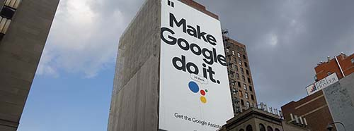 GoogleWerbung auf der First Avenue in New York, USA.