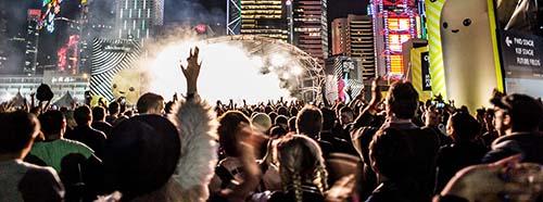 Kulturindustrie wie Populismus setzen auf permanentes Entertainment und bedienen alle gängigen Vorurteile.