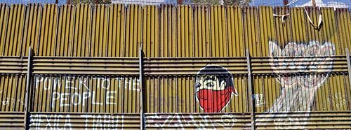 Graffiti auf der mexikanischen Seite der Grenze bei Heroica Nogales.