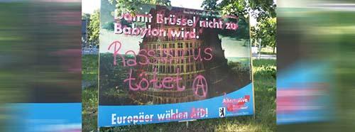 Wahlplakat der Partei Alternative für Deutschland (AfD) zur Europawahl 2019, aus der AfDSerie Aus Europas Geschichte lernen, beschmiert von politischen Gegnern.
