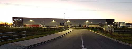 Das 2017 fertiggestellte AmazonLogistikzentrum in Werne, Nordrheinwestfalen mit 1.800 Mitarbeitern auf 100.000 m² Fläche.