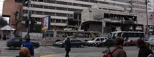 Schäden an einem Gebäude in der Innenstadt von Belgrad nach einem NATOBombardment 1999.