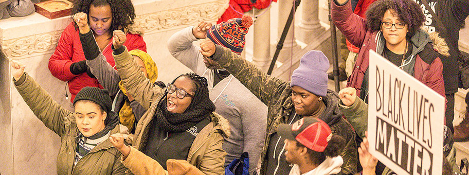 Black Lives MatterAktivisten in der City Hall von Minneapolis, Dezember 2015.