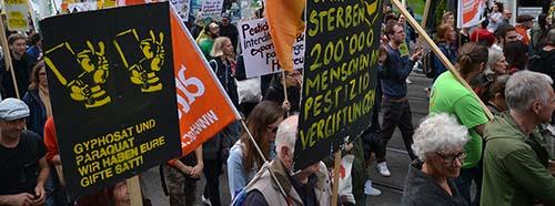 Demonstration gegen Bayer und Syngenta in Basel, Mai 2019.