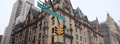 The Dakota (auch Dakota Building genannt) ist ein exklusives, traditionsreiches Apartmenthaus in New York City.