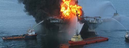 Die BPÖlplattform Deepwater Horizon am Tag der Explosion, April 2010.