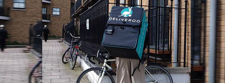 Fahrradkurier des OnlineLieferdienstes Deliveroo.