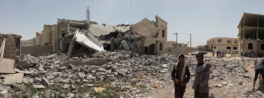 Zerstörung im Süden Sanaas durch einen Luftangriff vom 12.