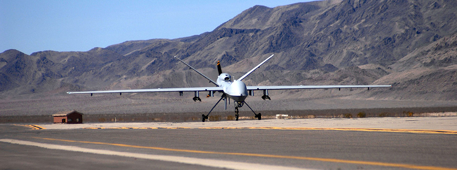 Eine MQ9 Reaper Kriegsdrohne bei der Landung auf der Creech Air Force Base in Nevada.