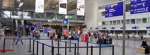 Die ISEC Luftsicherheit führt mit rund 1.450 Beschäftigten am Frankfurter Flughafen (Fraport) den Grossteil der Sicherheitskontrollen durch.