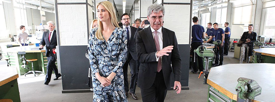 Siemens CEO Joe Kaeser mit Ivanka Trump bei der Besichtigung der Siemens Technik Akademie in Berlin, April 2017.