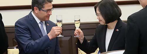 Der rechtsnationale Präsident Honduras, Juan Orlando Hernández, auf Besuch in China, Oktober 2016.  總統府