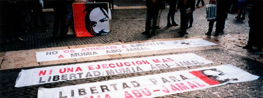 «Freiheit für Mumia AbuJamal»Transparente an einer Demonstration in Barcelona.