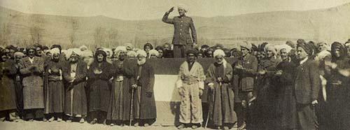 Bei der Gründung der KDP 1946 wurde Mustafa Barzani zum Präsidenten der Partei gewählt.