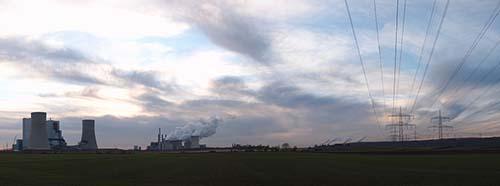 Panoramaaufnahme mit den Kraftwerken Niederaussem, Neurath und Frimmersdorf sowie der Vollrather Höhe.
