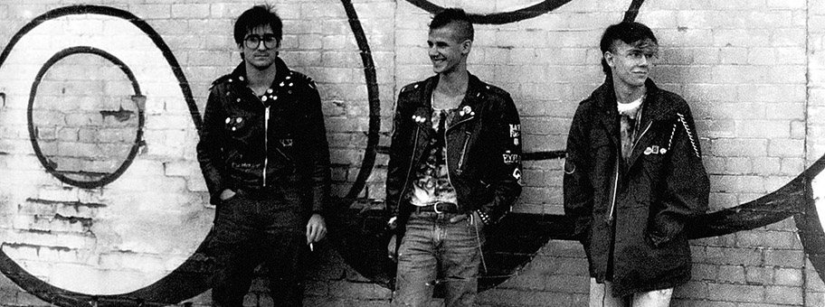 Punks_on_brick_wall_c1984_1.jpg