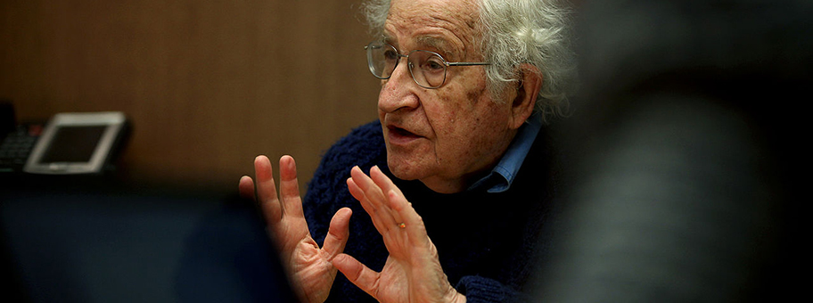 Noam Chomsky an einer Diskussion über den USKonzern Chevron in Boston, April 2015Luis Astudillo C.Cancillería