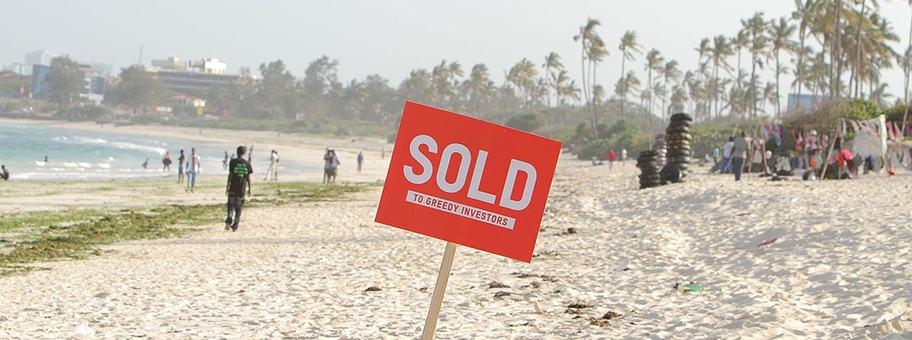 Protestaktion gegen Land Grabbing am Coco Beach in Tanzania.