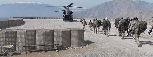 Verlegung deutscher Truppen von dem Aussenposten der Bundeswehr «Observation Post North» nach Kundus mit Hilfe einer CH47 Chinook im Oktober 2013.