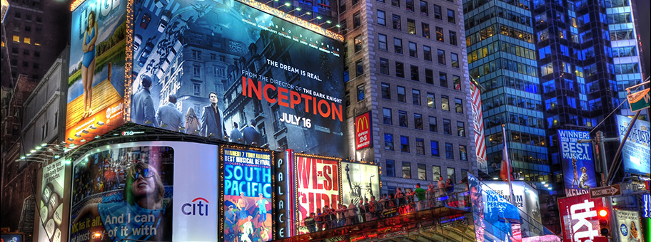 Kinowerbung am Time Square in New York für den Film «Inception» von dem USRegisseur Christopher Nolan.