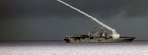 USKriegsschiff bei einer militärischen Übung in der Pilippinischen See.