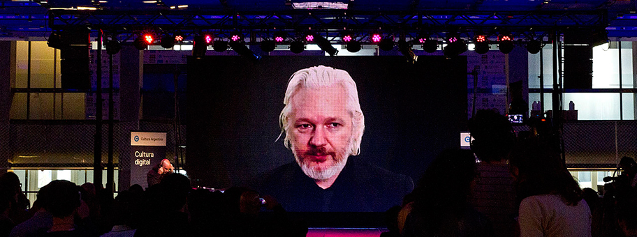 Dossier: Julian Assange