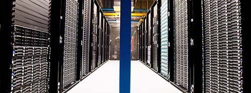 Serverracks in einem DatenCenter.