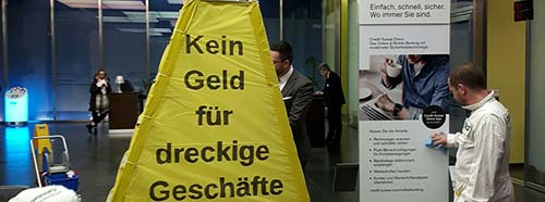 GreenpeaceAktion in der Credit Suisse Filiale in Basel, 8.