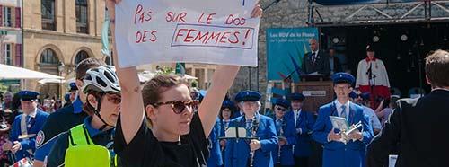 Protestaktion des Streikkollektivs während des Auftritts von Bundesrat Alain Berset in YverdonlesBains.